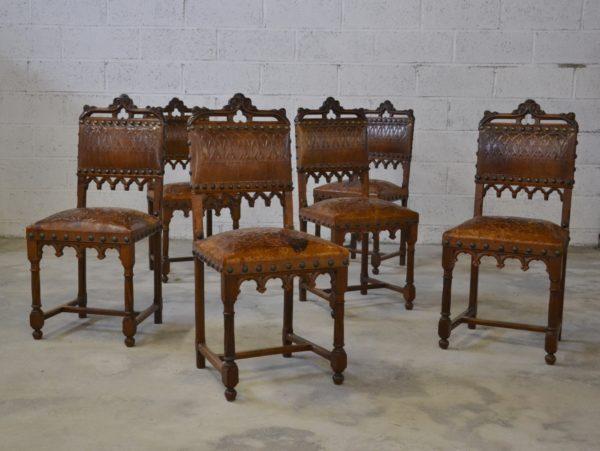 suite de chaises de style gothique